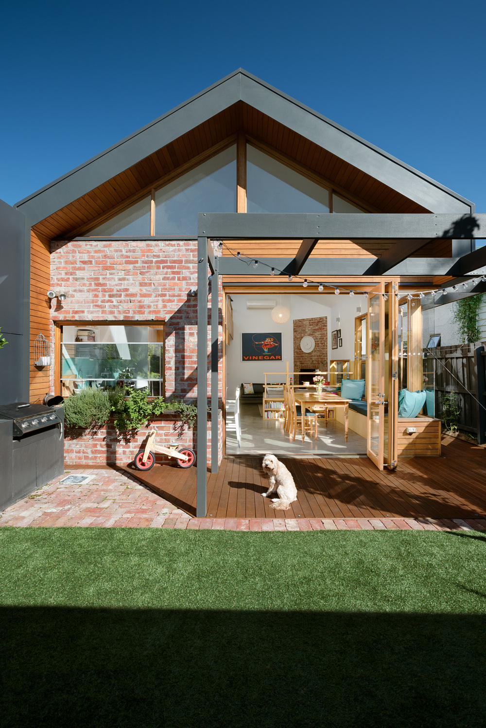 This extension makes smart effective use of very tight spaces for Smart home architectures