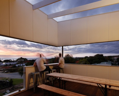 Suburban Beach House by David Barr Architect & Ross Brewin Architecture + Urbanism (via Lunchbox Architect)