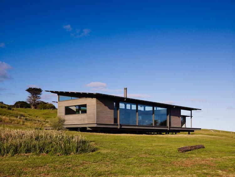 Sugar Gum House: A Modern Weatherboard Beach Shack