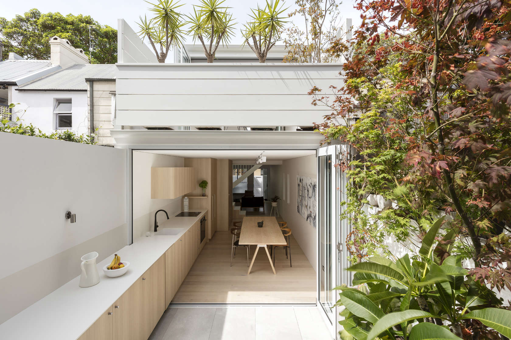 Indoors and outdoors blur together to maximise space in surry hills - Small spaces surry hills decor ...