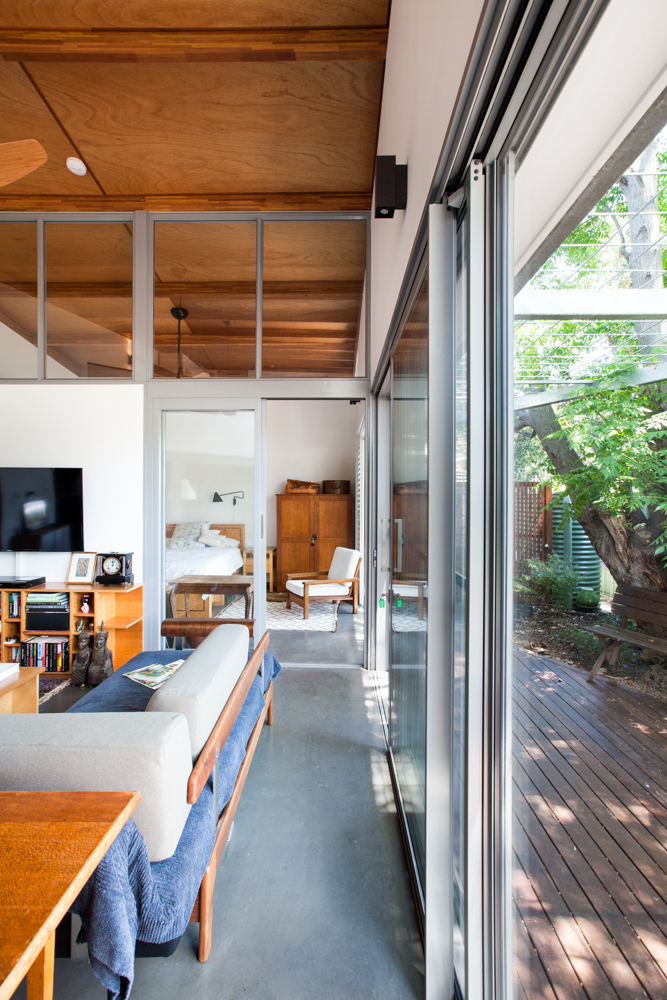 A Compact Home Makes the Most of Light and Space an a Tight Block