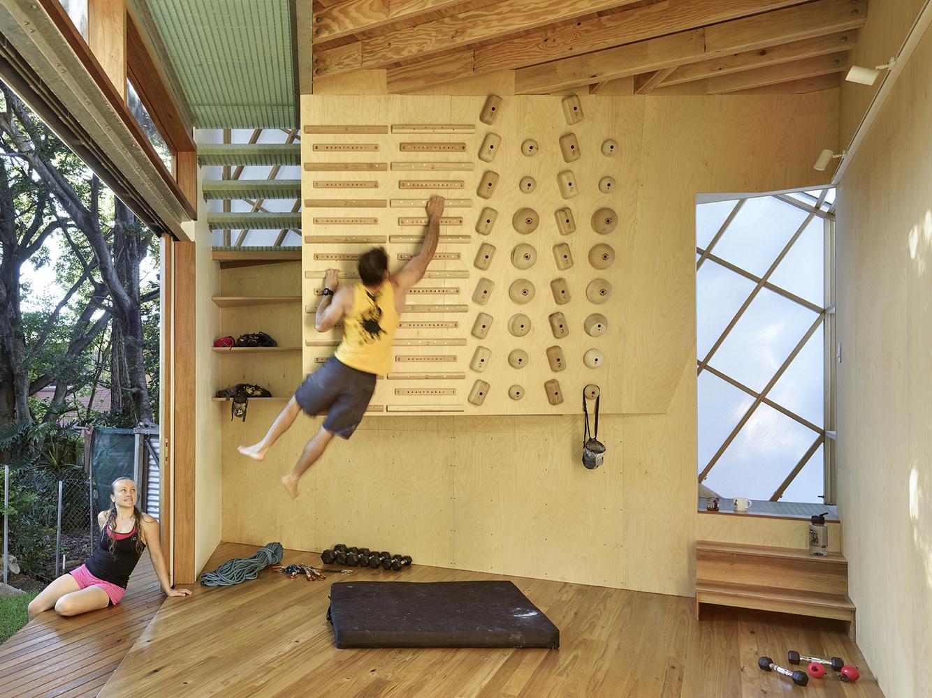 Taringa Treehouse An Unorthodox Addition At The Bottom Of