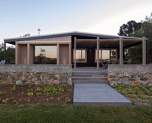 The Plinth House by Luke Stanley Architects (via Lunchbox Architect)