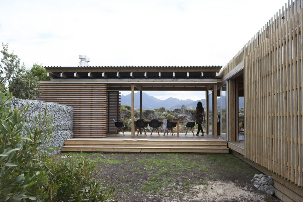 Timms Bach A Simple But Stunning Beach Shelter In New Zealand
