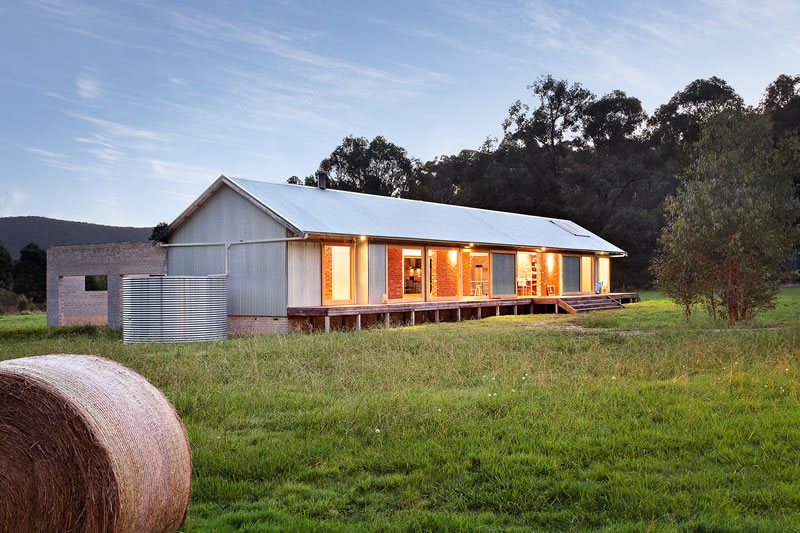 Modern 39 wool shed 39 pays homage to iconic australian Modern farm homes