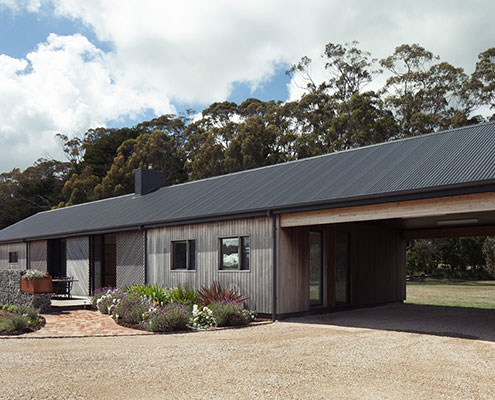 Trentham Long House by MRTN Architects (via Lunchbox Architect)