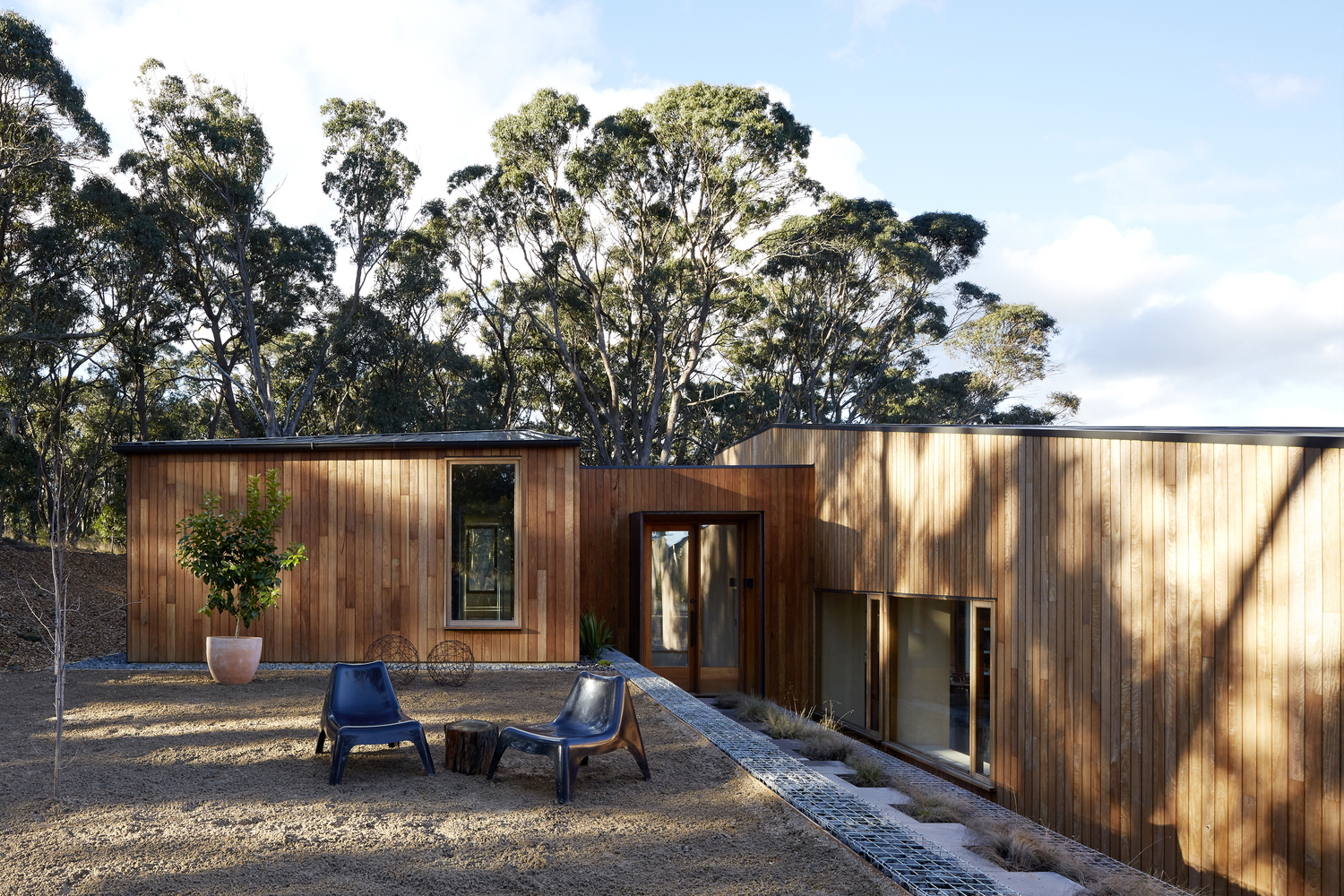 Two Pavilions Encourage a Sociable Lifestyle and Embrace the Bush