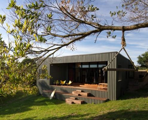 Venus Bay Bach by MRTN Architects (via Lunchbox Architect)