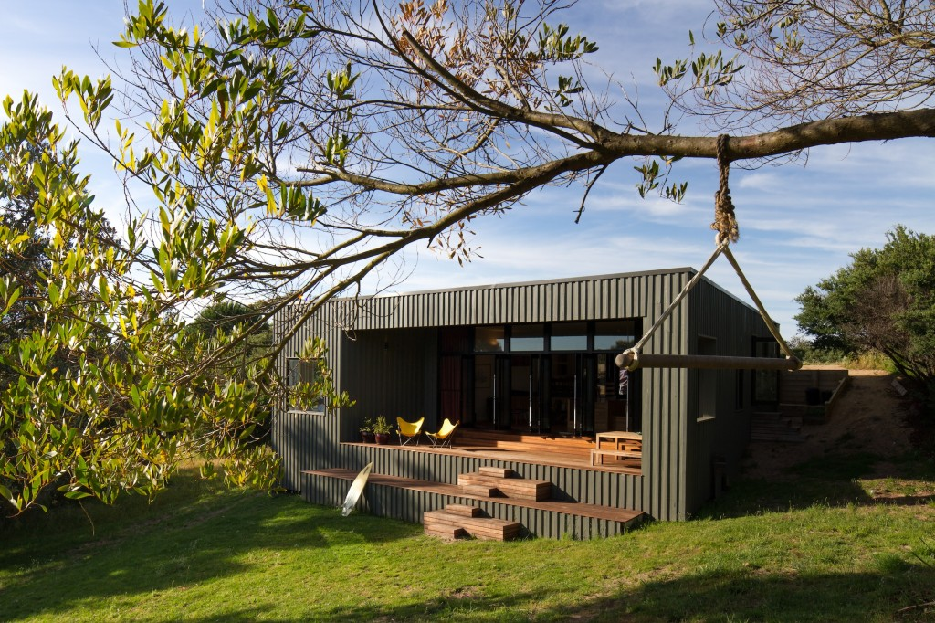 Venus bay bach it 39 s a piece of new zealand on the for Coastal home designs nz