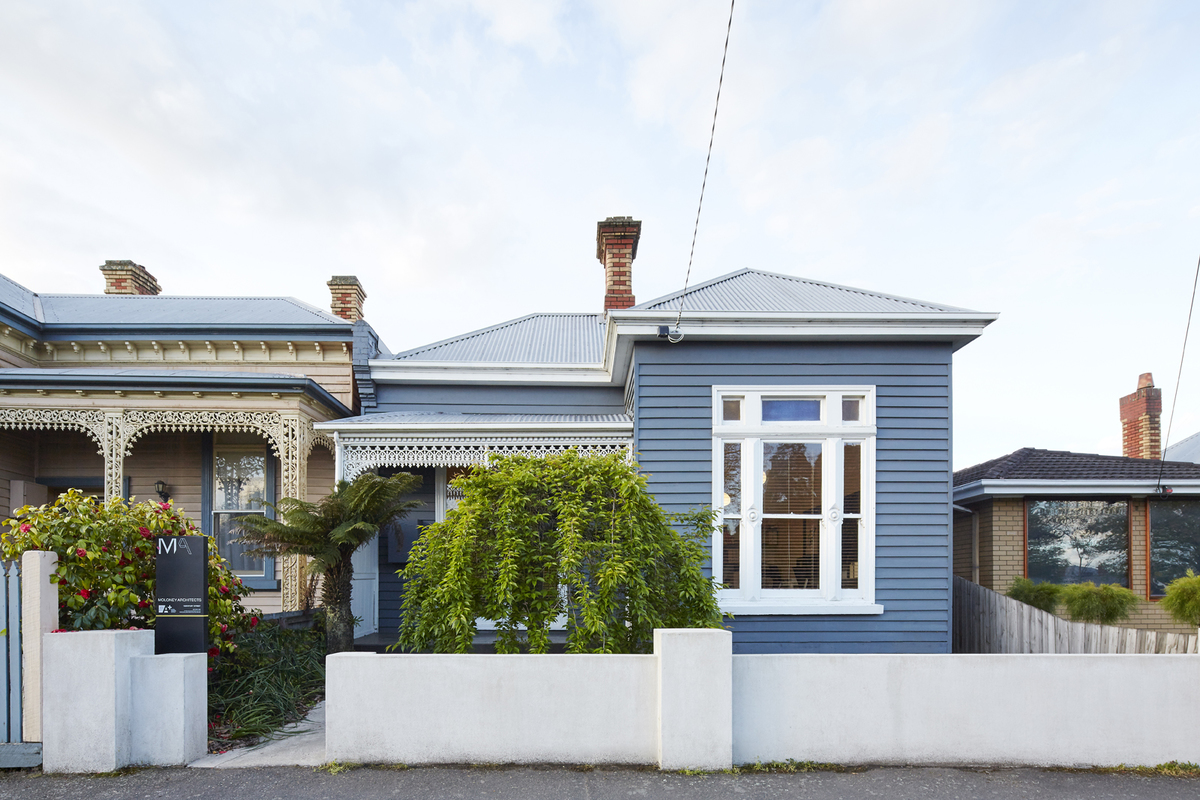 A Modern Wooden Box Extension Complements A Century Old Weatherboard Buildher Collective